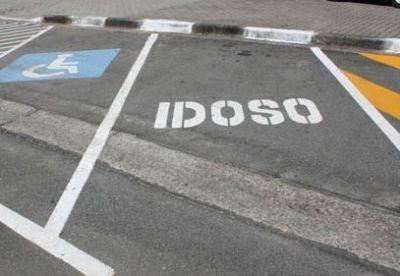 Vaga de estacionamento para idosos O que precisamos saber
