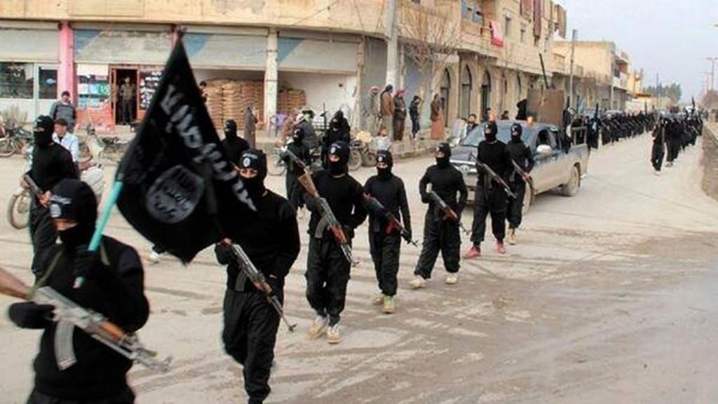 """Estado Islâmico anuncia convocação de muçulmanos para """"guerra total"""" contra cristãos"""