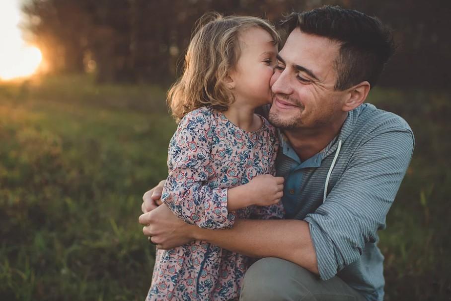 Pai que no paga penso pode exigir conviver com os filhos