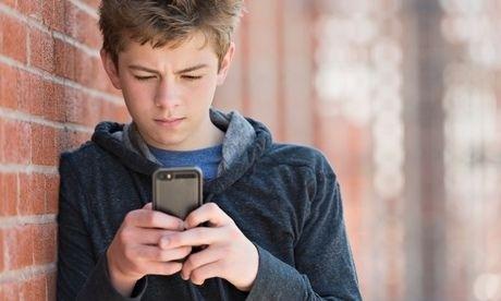 Me toma o celular do filho e processada por ele