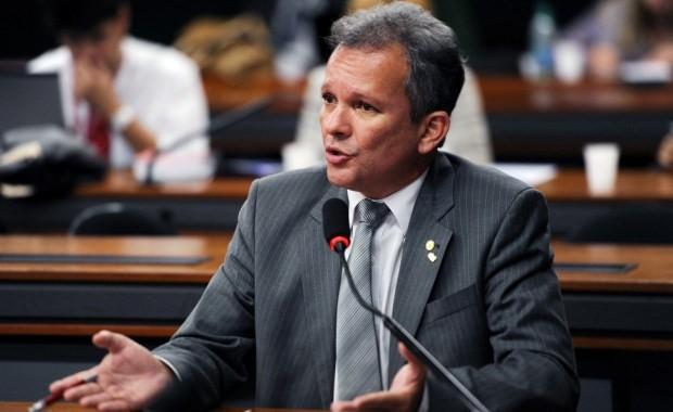 Deputado Andr Figueiredo vai ao STF para pedir anulao do projeto da terceirizao