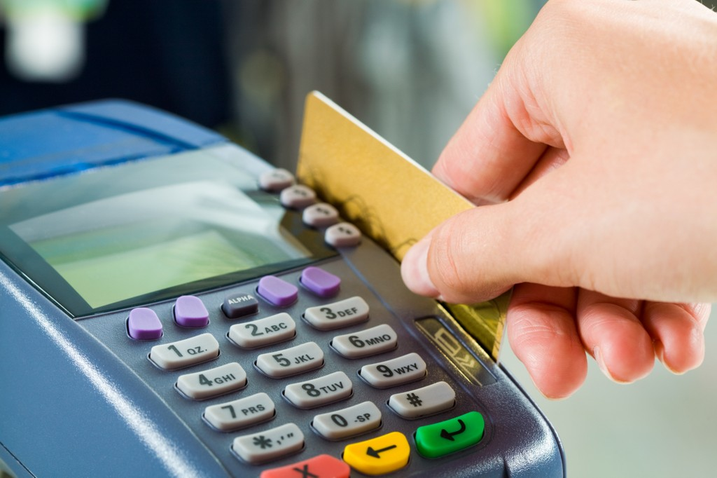Cobrar mais para pagamento com carto de crdito prtica abusiva decide STJ